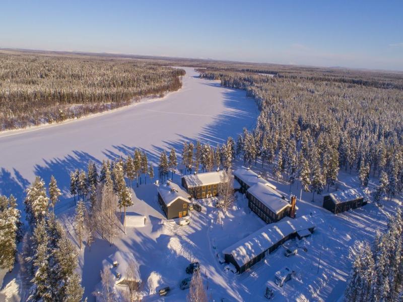 Luces del norte en el Arctic River Lodge