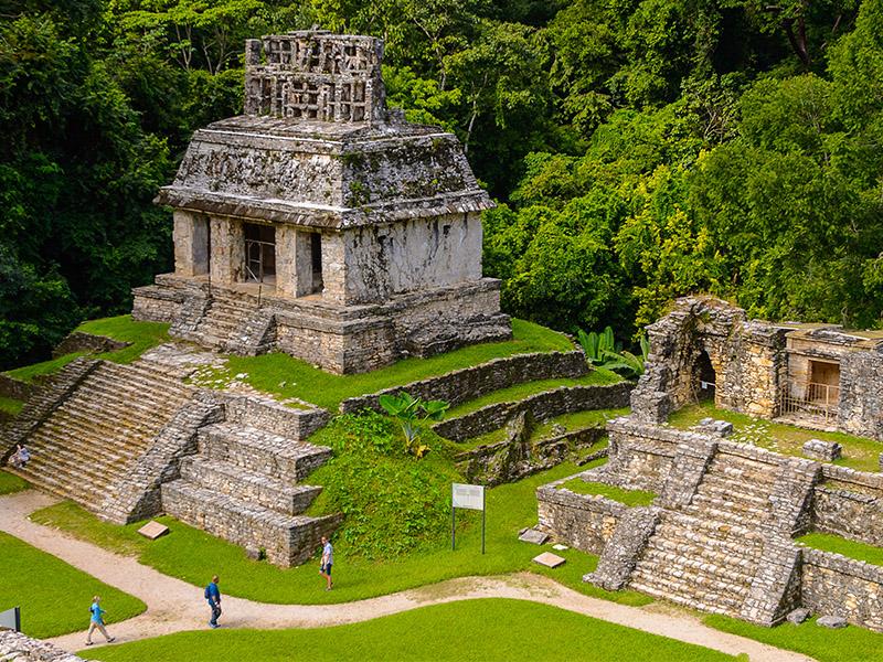 Aztecas y Mayas